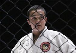 Афганский борец Хусейн Бахш Сафари одержал победу в поединке с российским спортсменом Петром Бергом