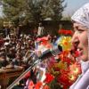 Хамид Карзай между женщиной и моджахедом