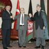 Карзай и Мушарраф отказались от рукопожатия